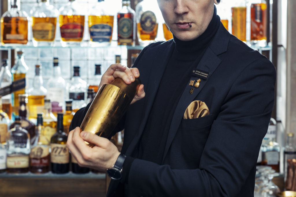 Head Bartender Øyvind Lindgjerdet mixing drinks in the decadent Britannia Bar