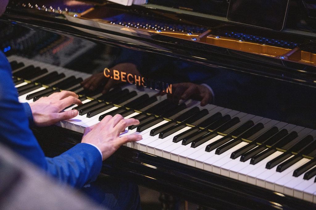 piano player in Britannia Hotel
