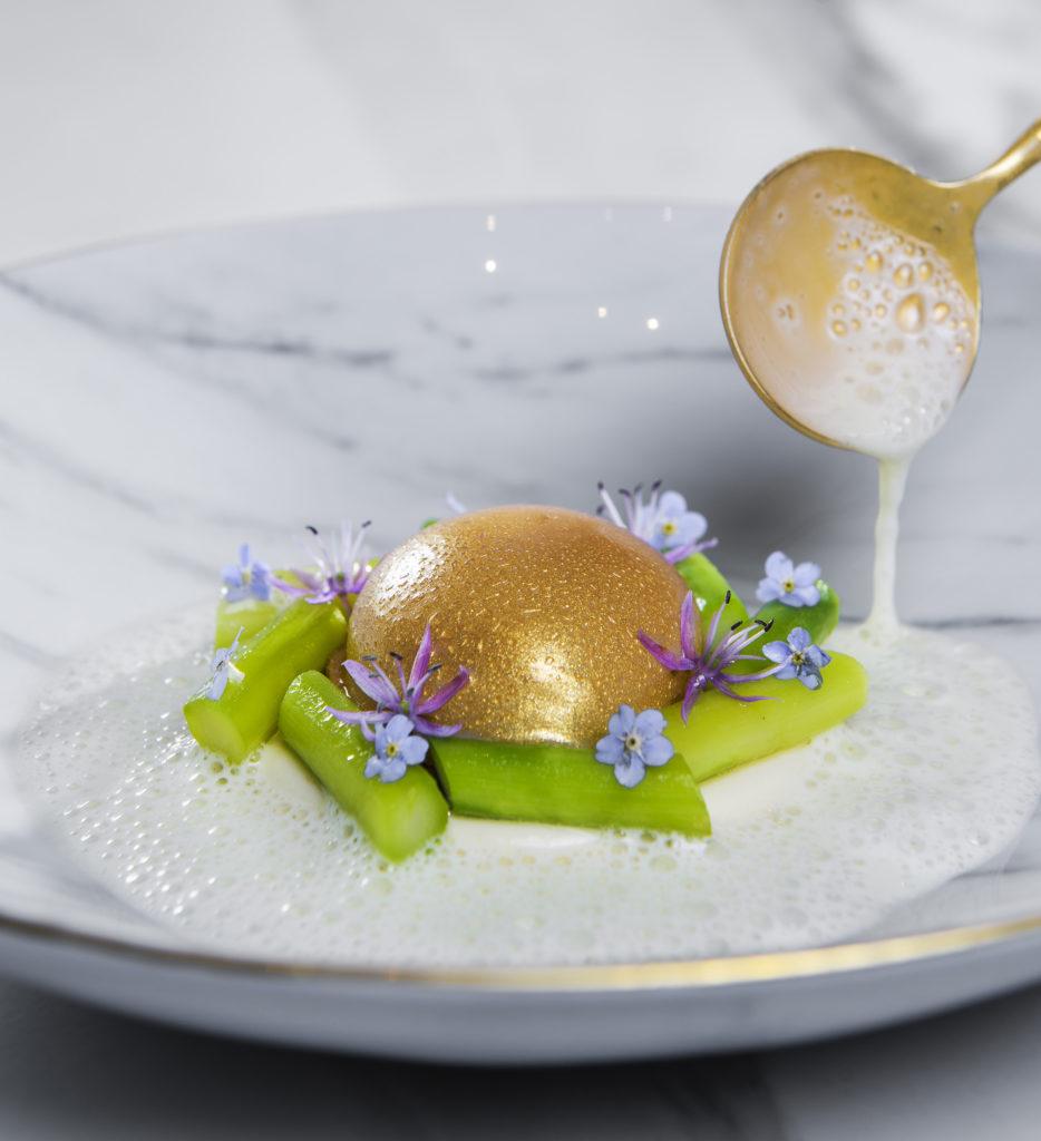 Speilsalen's egg and asparagus